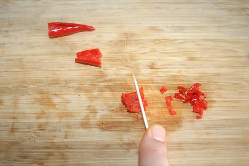 22 - Chilis zerkleinern / Mince chilis