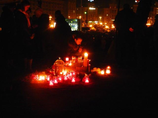 Свечи зажгли на Майдане