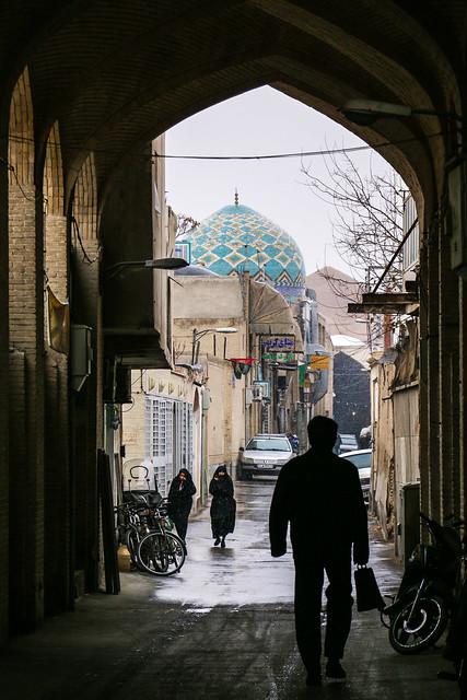 Alley in old city, Isfahan イスファハン、旧市街の路地