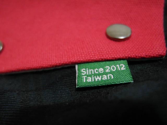 布標的另一面:Since 2012, Taiwan@換日線「線。作」紅包袋與書袋子