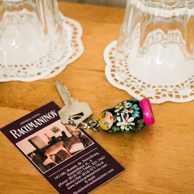 Hotel room key with matrioshka doll, Saint Petersburg, Russia サンクトペテルブルク、ホテルのルームキーとマトリョーシカキーホルダー