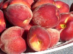 starr-160317-0569-Prunus_persica_var_persica-Flordaprince_fruit_harvest-Hawea_Pl_Olinda-Maui