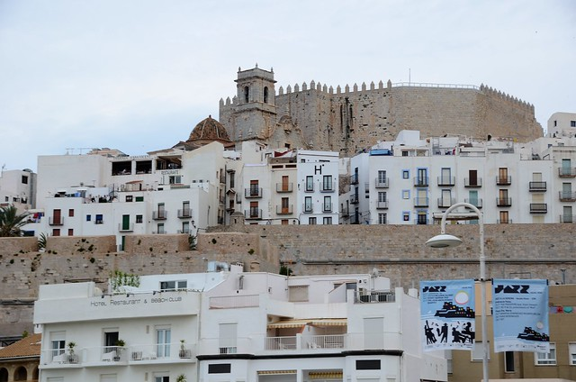 Castell de Peníscola és un municipi valencià situat a la comarca del Baix Maestrat