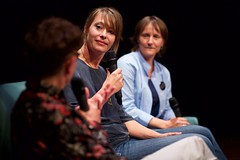Rinske Hordijk (ARTtube) en Mila Ernst (Modemuze) bij ArtTube on Stage