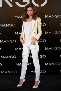 Miranda Kerr White Pumps Celebrity Style Women's Fashion