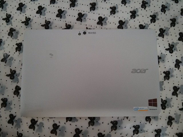 Acer Iconia W510 back side