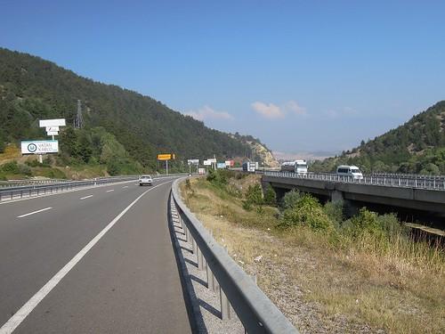 高速道路と並行して