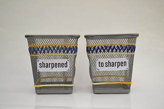 Mirawyn Crafts: Embroidered Metal Mesh Pencil Cups