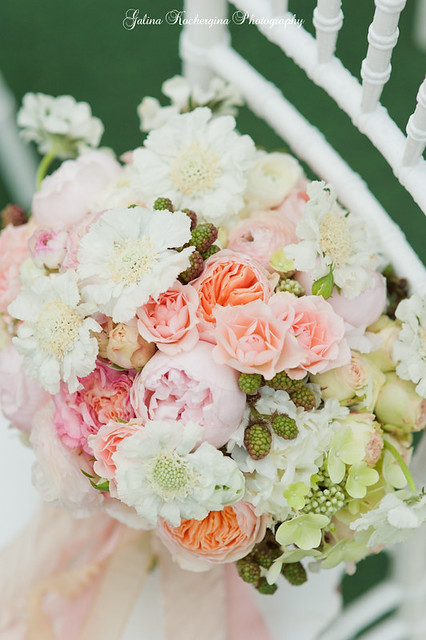 Wedding bouquet by BlushPetals.ru