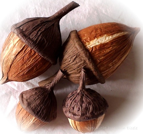 paper twine acorns