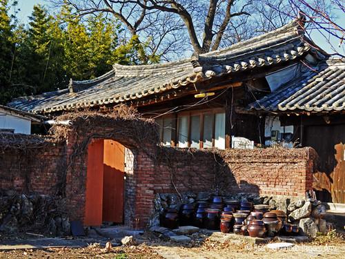 Una bonita casa realizada siguiendo las directrices de la arquitectura tradicional de Shilla, en Gyeongju