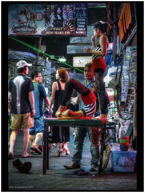 Girl Acrobat - Walking St. Pattaya