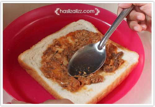 12439217274 bf59cffc28 o roti sardin gulung goreng untuk adik |  resepi roti Gulung Sardin
