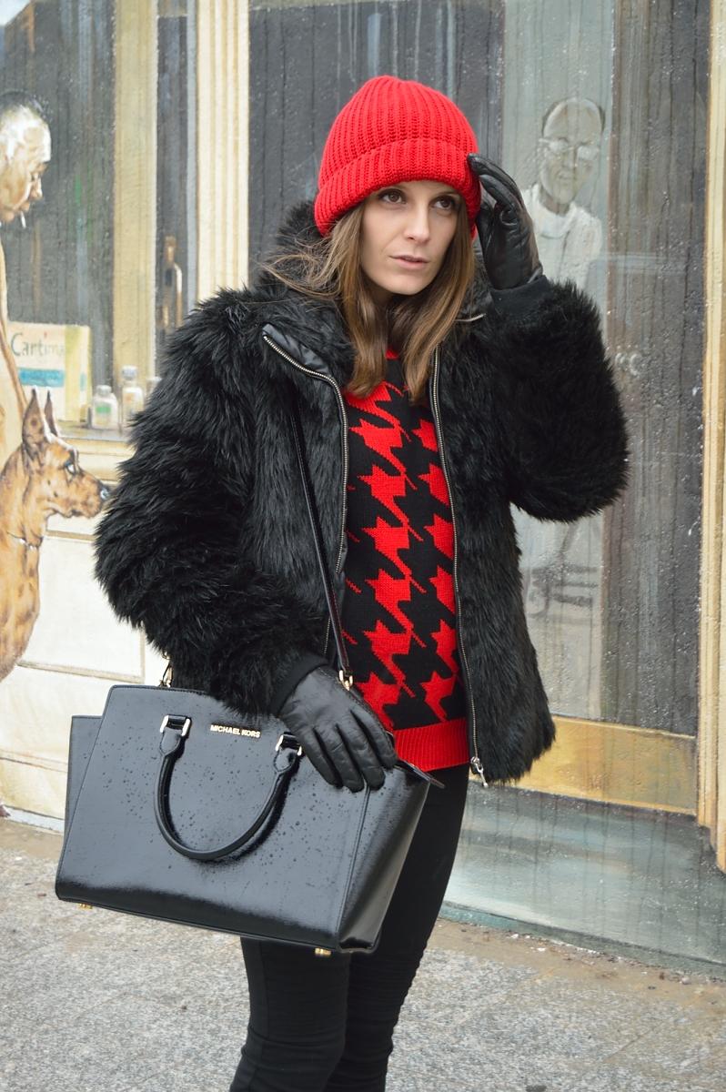 lara-vazquez-madlula-blog-fashion-red-beanie-black-look