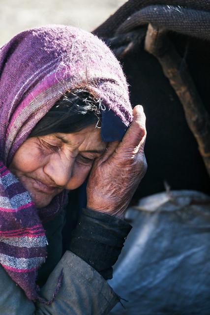 Qashqai woman and her black tent, Firuzabad, Iran フィールーズ・アーバード、カシュガイ族の女性と黒いテント