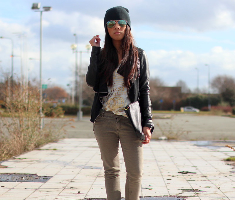 Article 21 UK Fashion & Style Blog, Primark Beanie, blue sunglasses, blue aviators, gold vest top, how to wear beanies, primark navy beanies, uk fashion blogger, top uk blogs, best uk fashion blogs, british fashion blogs, uk chinese blogger, manchester fashion blogger