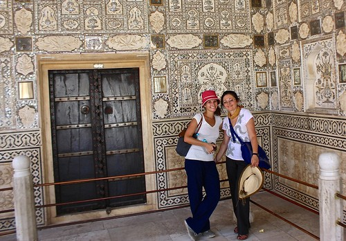Lina and Olga in the Amber Fort palace