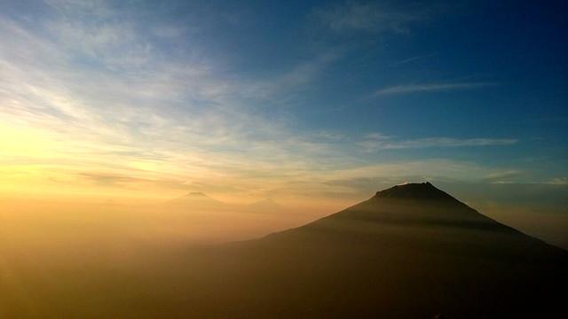 Sunrise dari Gunung Sindoro