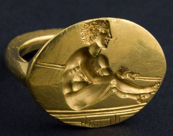 Thracian golden ring