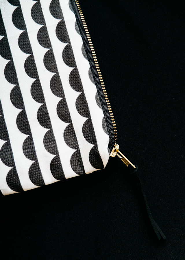 lola and me black and white scallop print bag