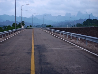Ratchaprapa dam road