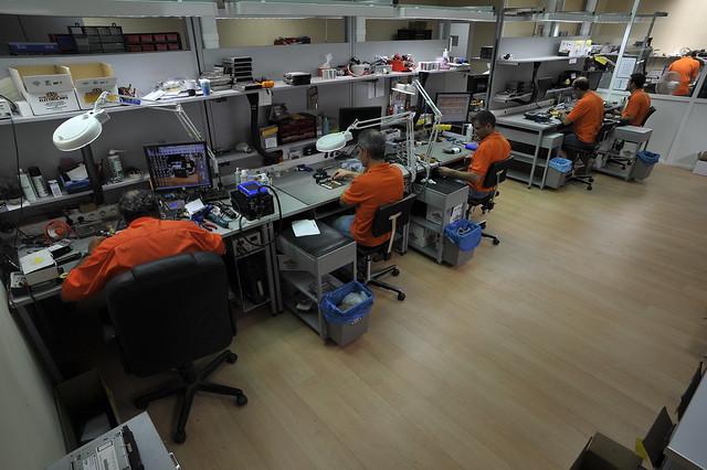 Zona de reparación y codificación de componentes del automóvil de Auto Electrochips.
