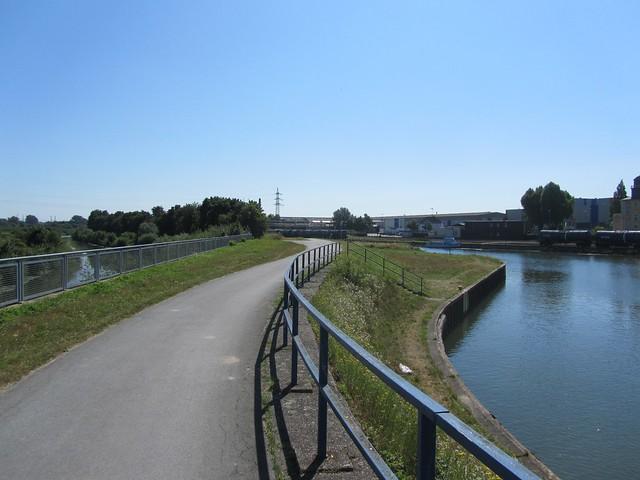 Rechts der Datteln-Hamm Kanal und links die Lippe. Ich glaube, näher kommen sie sich nirgends.