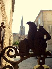 Fontenay-le-Comte. Chat et cloche surmontée d'un écureuil, impasse Mouillebert
