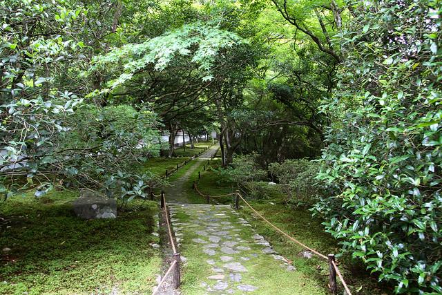 Walkway in the Saihoji Moss Temple (西芳寺)