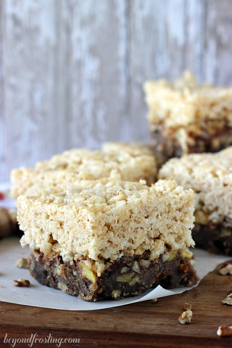 Apple Pie Streusel Rice Krispie Treats by Beyond Frosting #applepie #ricekrispies