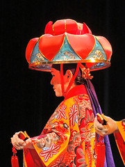 red(1.0), musical theatre(1.0), peking opera(1.0), costume(1.0), performance(1.0), performance art(1.0),