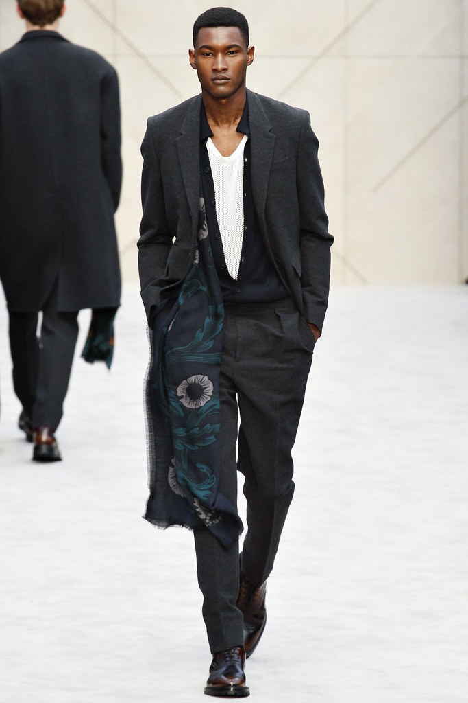 FW14 London Burberry Prorsum025_Jourdan Copeland(VOGUE)