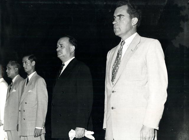 Hanoi 1953 - Cérémonie du souvenir aux morts - Phó TT Mỹ Richard Nixon - Bộ trưởng QP Quốc gia Việt Nam Phan Huy Quát