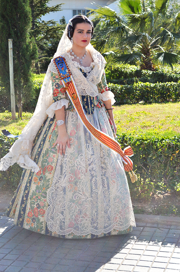 something fashion blogger spain valencia, traditional valencia costume fallera dress vestido valenciana, spain spanish valencia traditions fallas typical