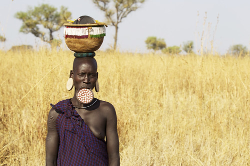 africa travel woman tourism photographer reporter plate national journey valley conde tradition ethiopia tribe ethnic geo mursi geographic nast traveler omo emmanuelcatteaucom