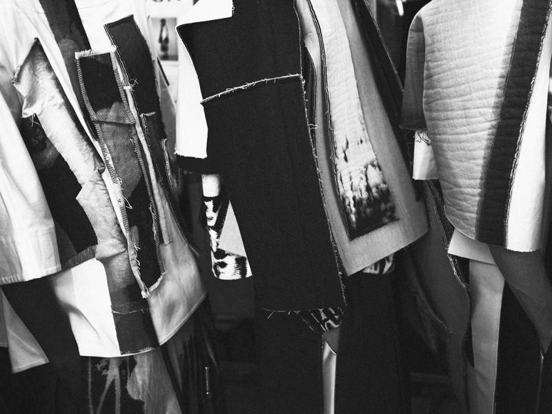 Mikkoputtonen_fashionblogger_london_H&M_design_award_2015_winner_ximon_lee_backstage_show11_web