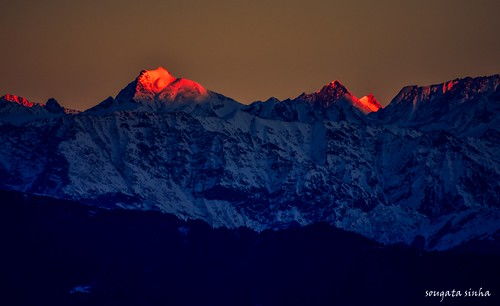 morning light india mountain nature colors sunrise hill himalaya mandi hilltop himachalpradesh goldenlight nkon nikond3200 himalayanrange dhauladhar dhauladharrange prashar