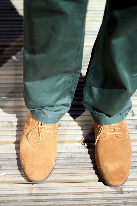 OOTD, outfit of the day, men's polo shirt, green chinos, suede brogues