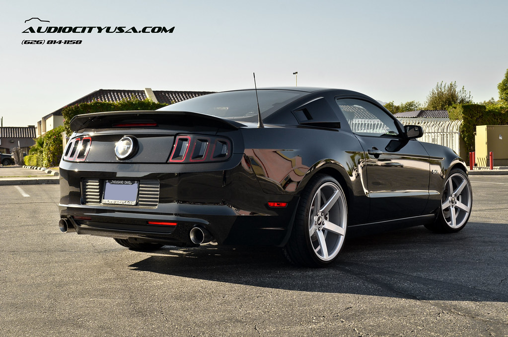 20 Quot Str 607 Silver Deep Concave On 2014 Ford Mustang