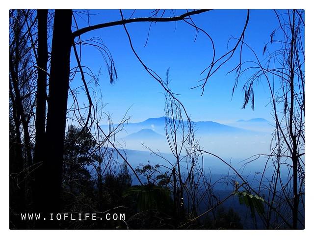 Pemandangan dari bukit semeru