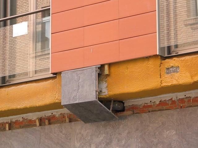 Detalle fachada ventilada cer mica for Fachadas de ceramica