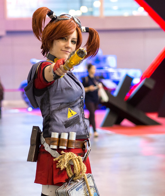 Amiko-Chan as Borderlands 2 character at Igromir 2013