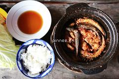 Cá kèo kho tộ với cơm [ Black goby served i…