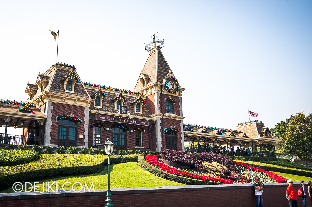 HKDL - Main Street USA Christmas Town - Train Station