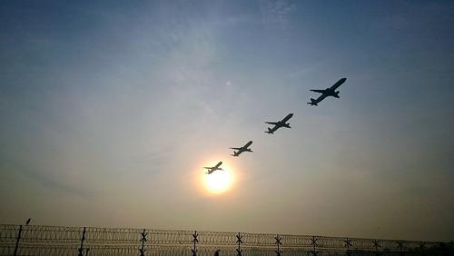 india plane sunrise fence airport december flight kerala smartphone barrier takeoff kochi 2013 lumia1020 nokialumia1020