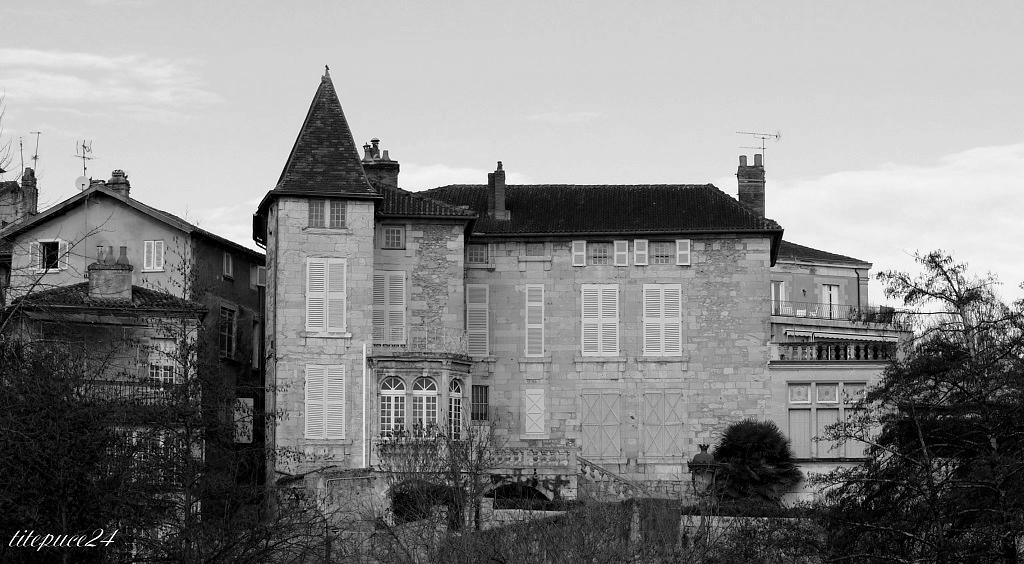 Des vieilles maisons  et la cathédrale Saint-Front 11822988266_a66a551141_b