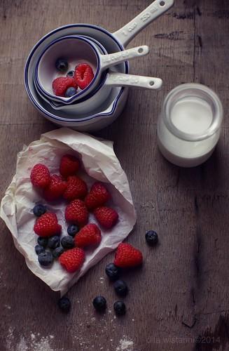 berries & milk