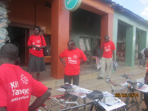 Retailer training Katete - 6-Mar-14 - Posters and kits on bicycles