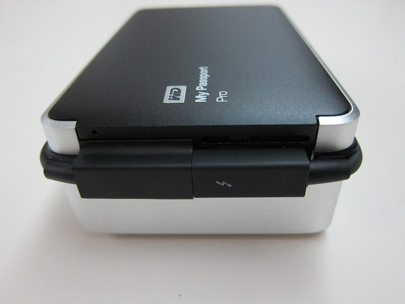 Western Digital My Passport Pro - Side