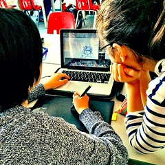 Watching @raining_chips draw w/her #wacom bamboo drawing tablet in gr6 #ibmyp tech